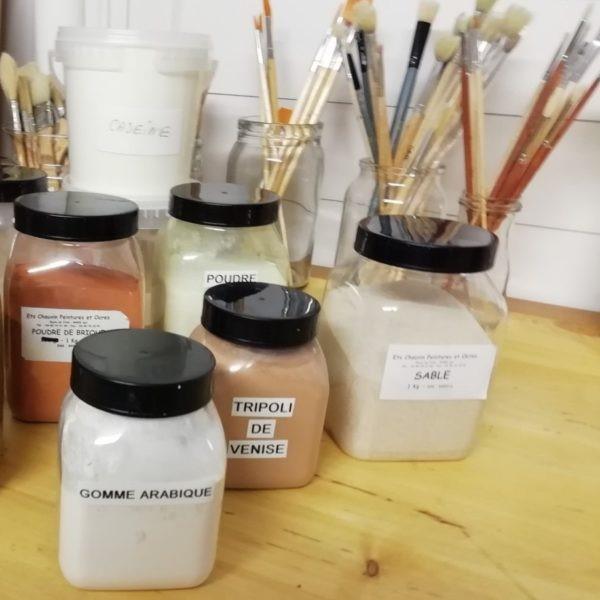 Peinture décorative : Peintures naturelles – Caséïne – Colle de peau de lapin – Gomme laque – Huiles végétales – Tempera – Pigments et terres naturelles – Patine – Motifs peints