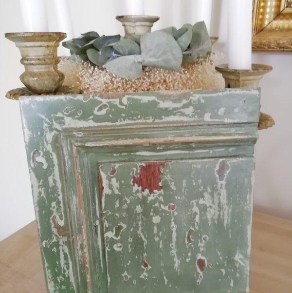 Petits meubles et objets revisités selon des techniques anciennes